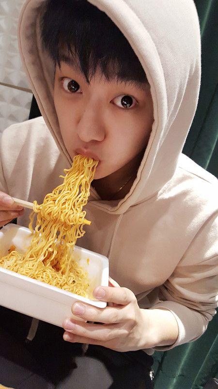I Finally Found Someone Who Loves Ramen As Much As Me Except Wonho Cross Gene Shin Won Ho Cute Won Ho