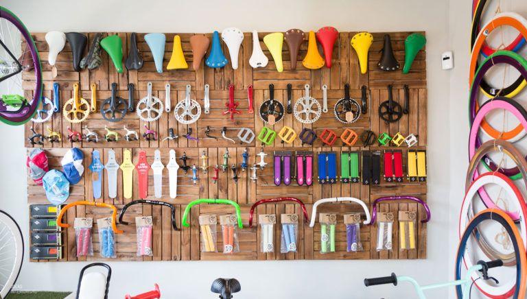 Decoraci n vintage en tienda de bicicletas estudio - Estudios de interiorismo valencia ...