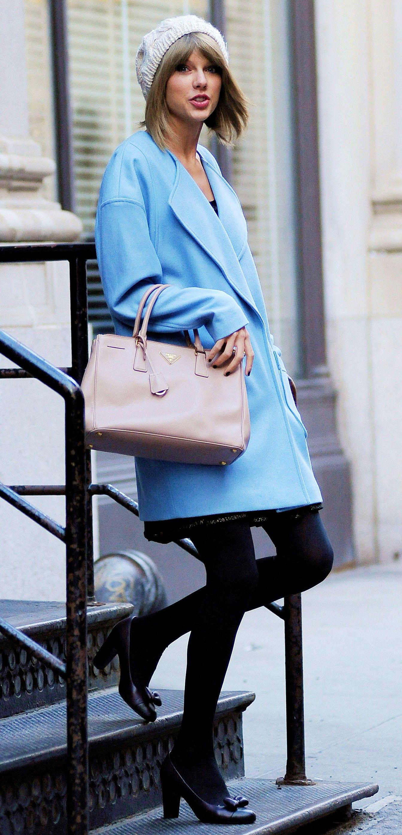 Taylor Swift ; Leaving her apartment, New York, December ...