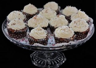 Reversed Bounty Cupcakes :) - Passion 4 Vintage