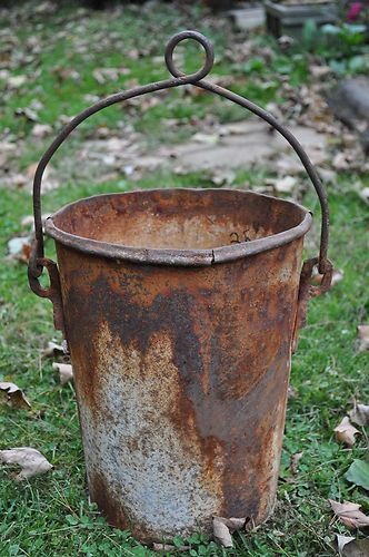 Vintage estate find primitive rusty metal well bucket ex for Rustic galvanized buckets