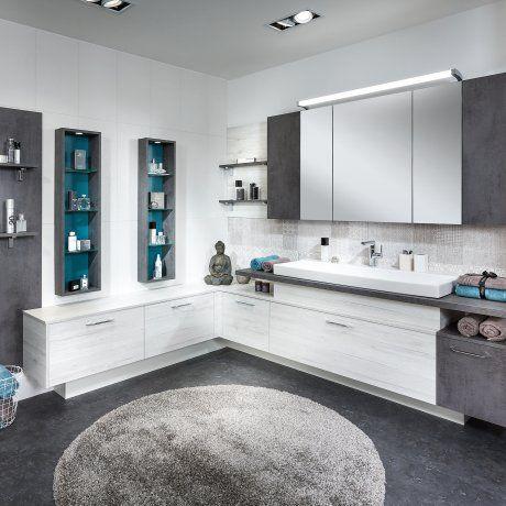 großes Badezimmer weißgrau mit Betonoptik P.MAX