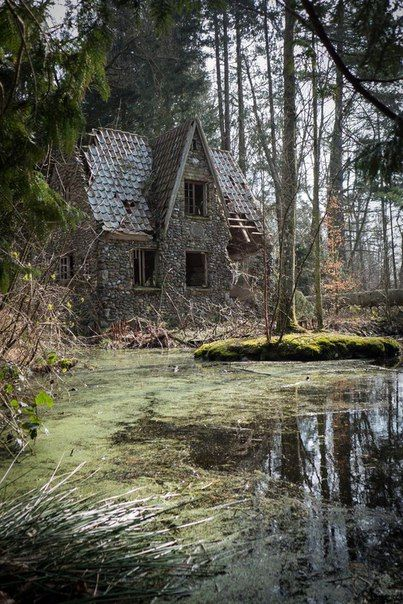 ghostlywatcher:  Abandoned house in a forest, Denmark.