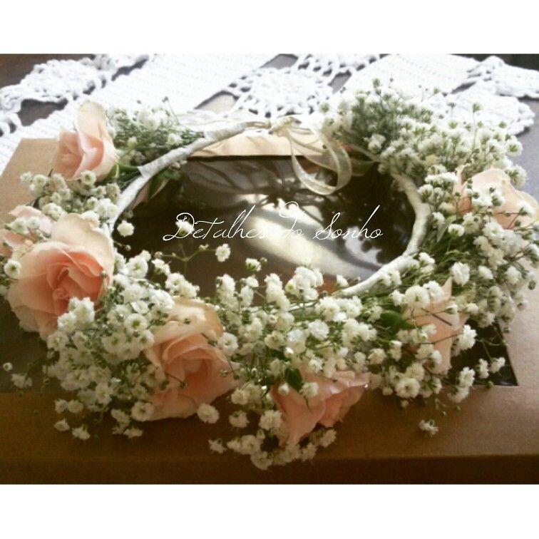 Cora de flores. Rosa e gipsofila.