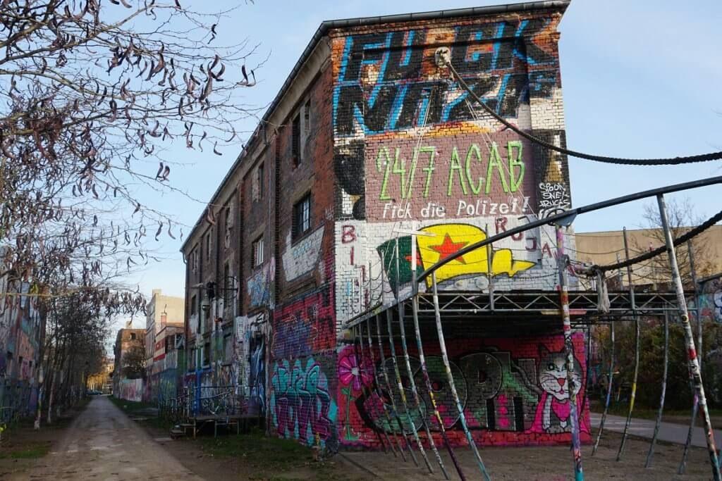 Die Graffitis Von Plagwitz Koffergepackt Leipzig Koffer Packen