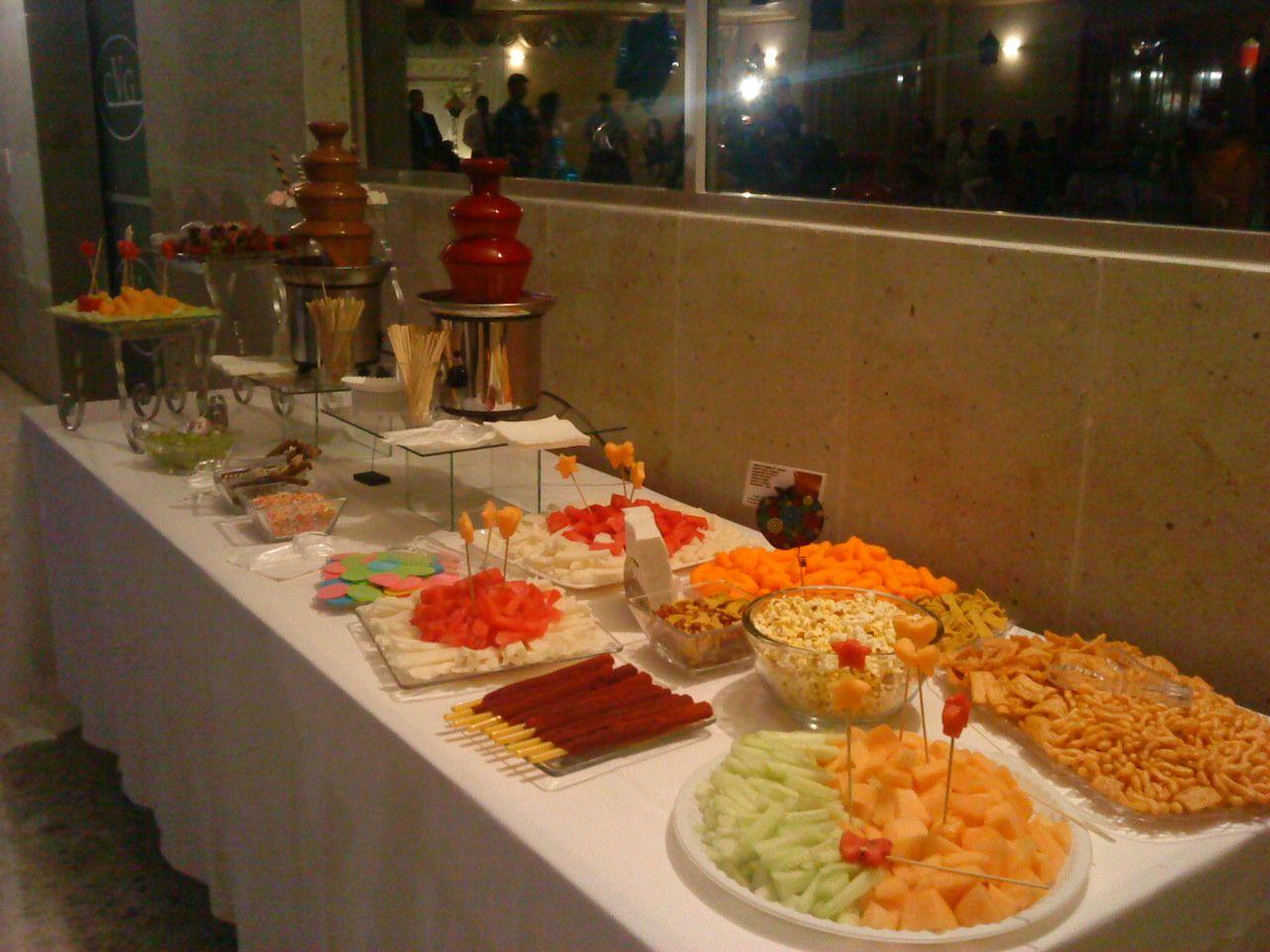 mesas de frutas para fiestas fuentes de chocolate