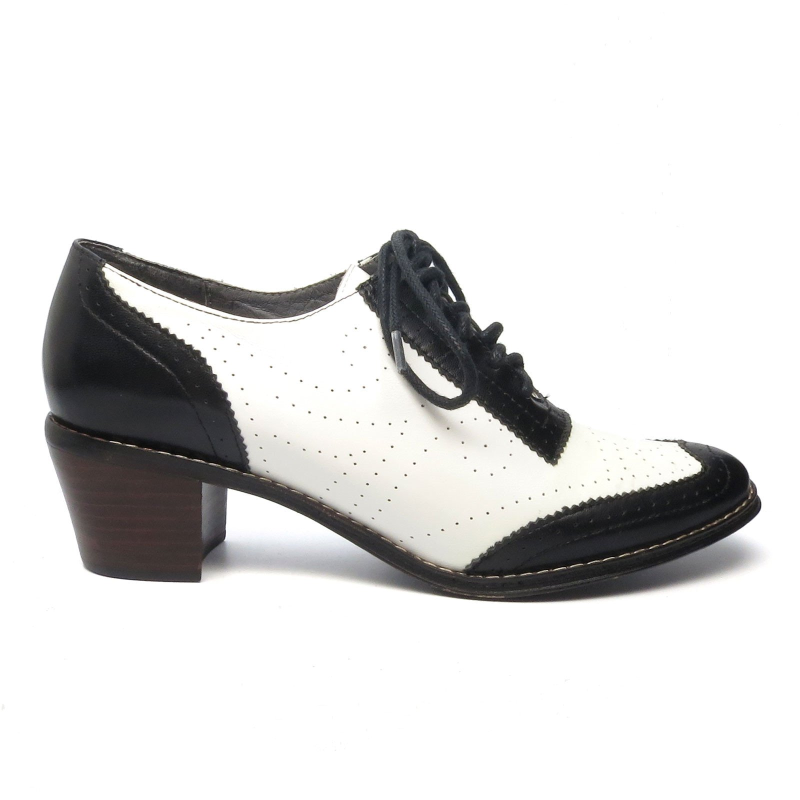 We Young Uns Called These Granny Shoes In The 1950 S Aw Aris Allen Women S Black And White 1950s White Oxford Shoes Oxford Shoes Vintage Oxford Shoes