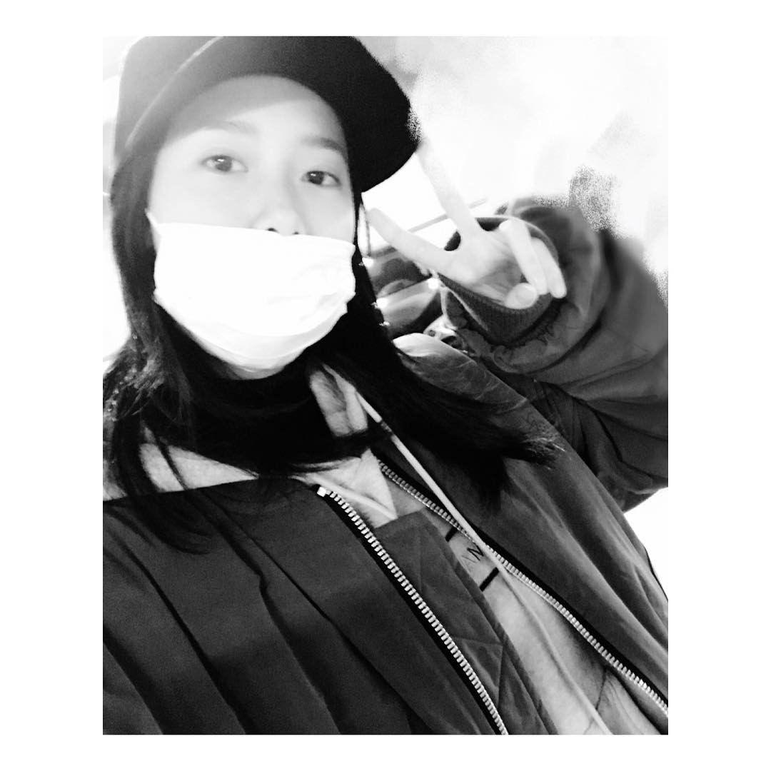 yoona__lim: 너희들이 좋아하는 셀카 #난셀카노노인데 #부담샷 #융스타그램