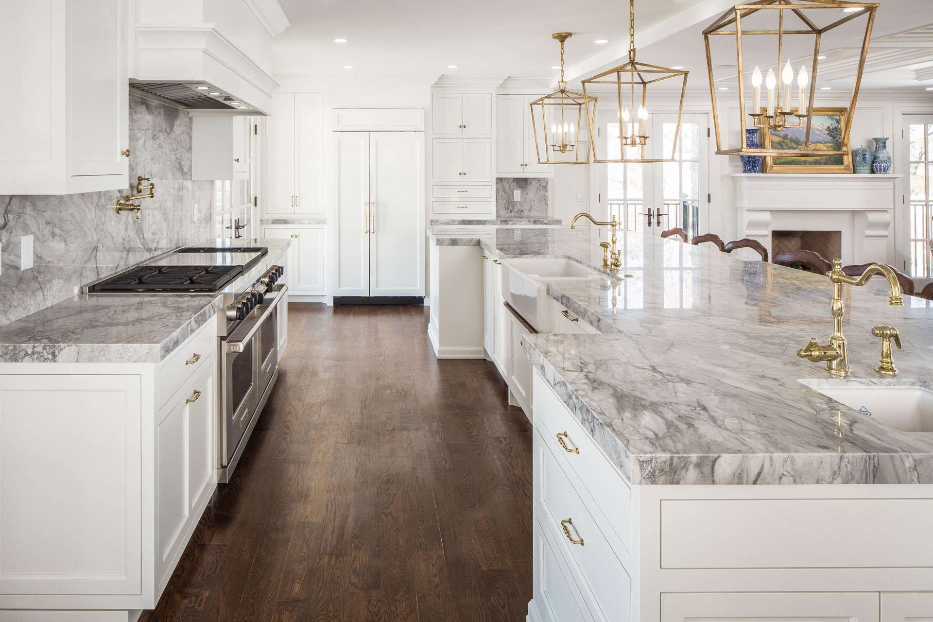 Beautiful White Kitchens House Of Hargrove Check Out These Stunning White Kitchens Full Of Inspiratio Antique White Kitchen Beautiful Kitchens Kitchen Models