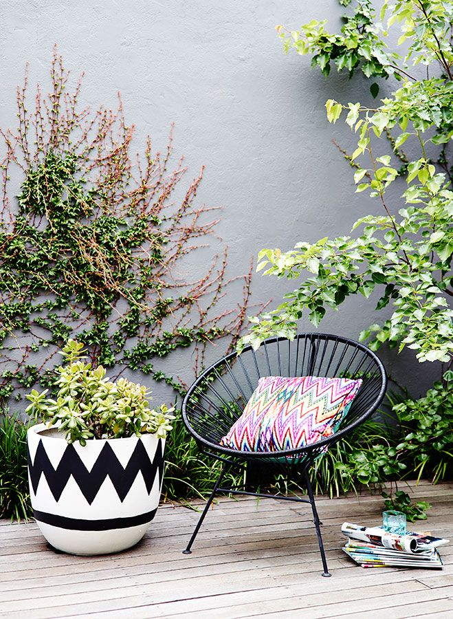 Revising The Versatility And Mystery Of The Acapulco Chair Jardin En Balcon Jardines Al Aire Libre Decoraciones De Jardin