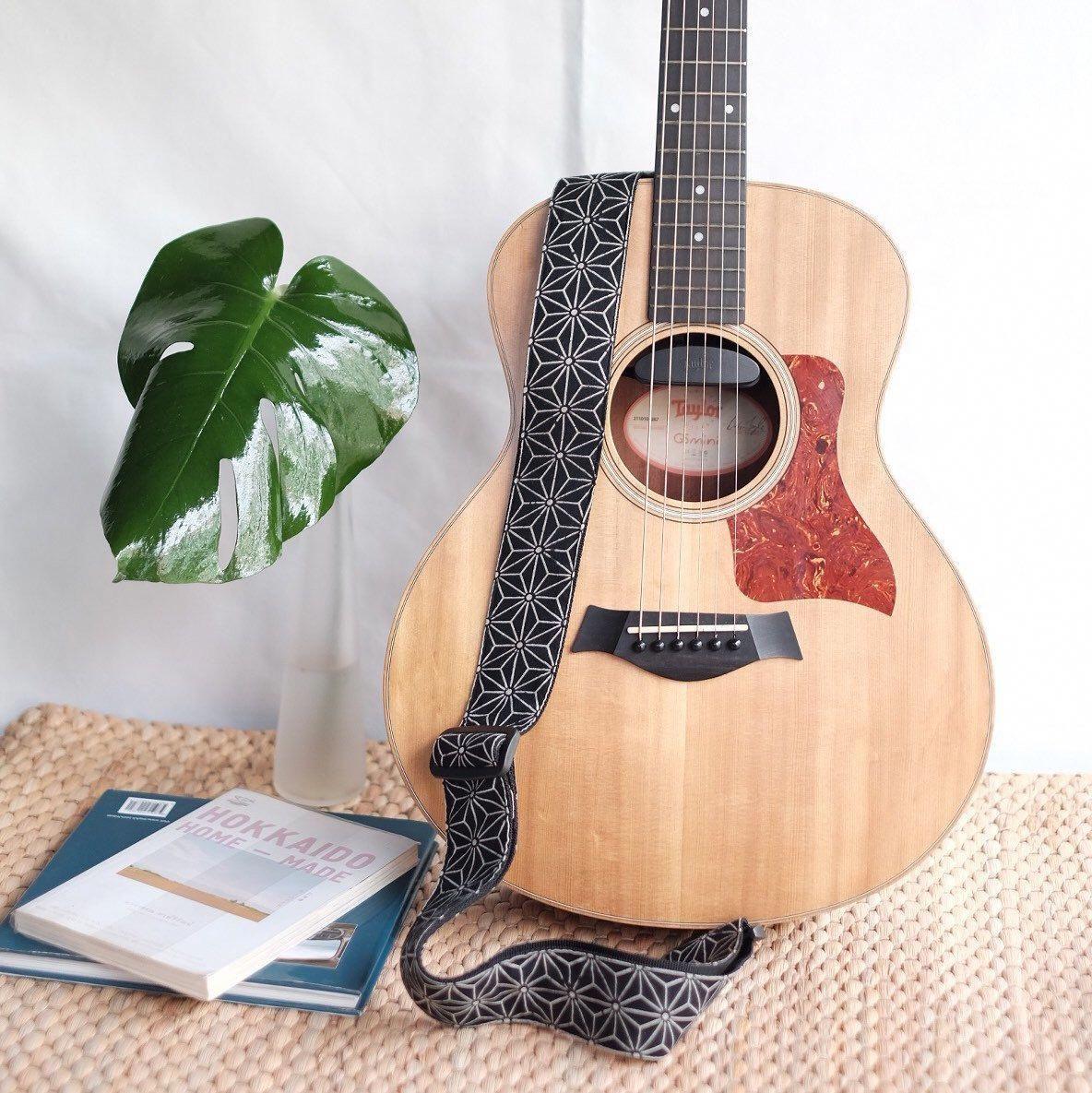 17 Awesome Guitar Picks Glow In The Dark Guitargasm Guitarpicks Guitar Music Instruments Guitar Learn Guitar