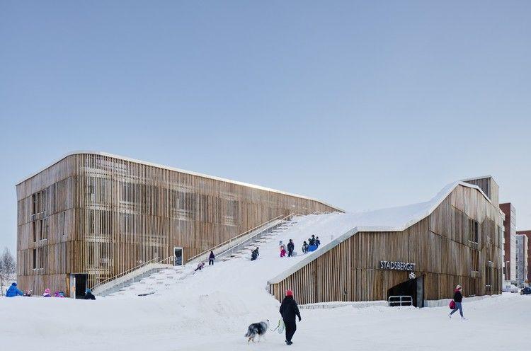 The Parking Garage that Moonlights as a Sledding Slope / White Arkitekter + Henning Larsen Architects, © Åke Eson Lindman
