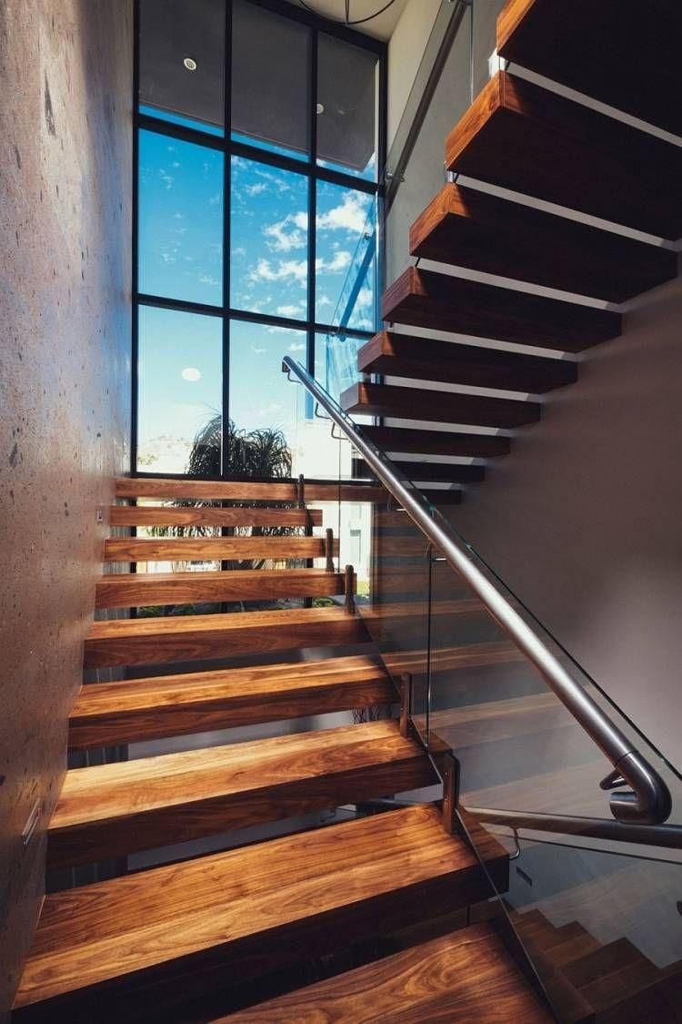 modernes Treppenhaus mit schönem Ausblick und Kombination von ...