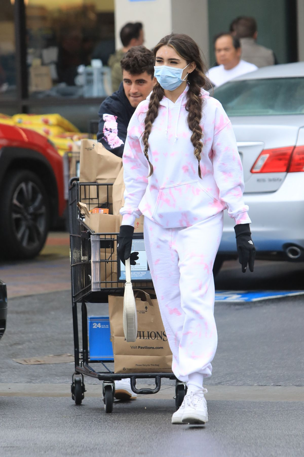 Madison Beer Wears Surgical Mask Out Shopping in Los Angeles 03/14/2020. #fashion #outfits #celebrityfashion #celebritystyle  #celebritystreetstyle #streetstyle #streetfashion #models #hollywood #hollywoodlife