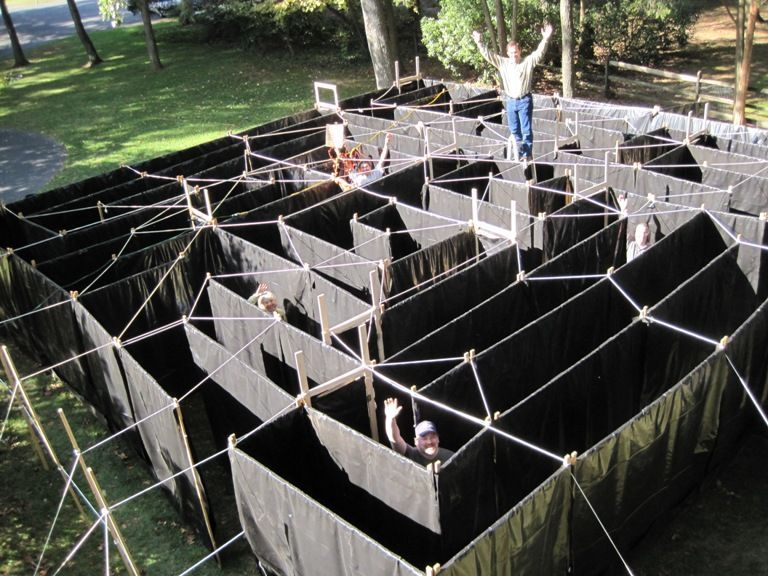 Paul And Bobs Modular Maze Panels Really Minimalist Cost For Building A Maze That Obscures The View Halloween Maze Halloween Haunted Houses Haunted House Diy