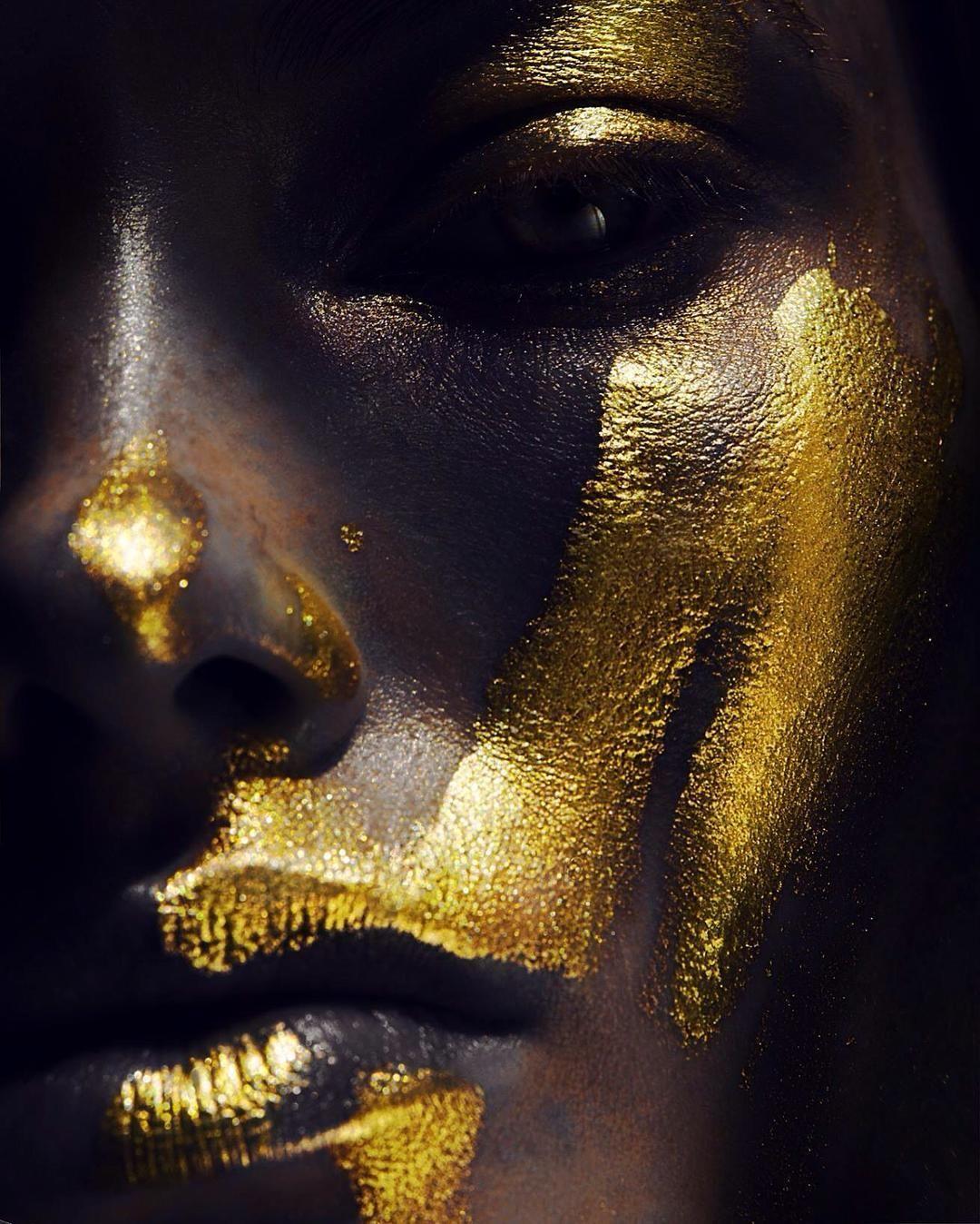 Картинки золотая девушка