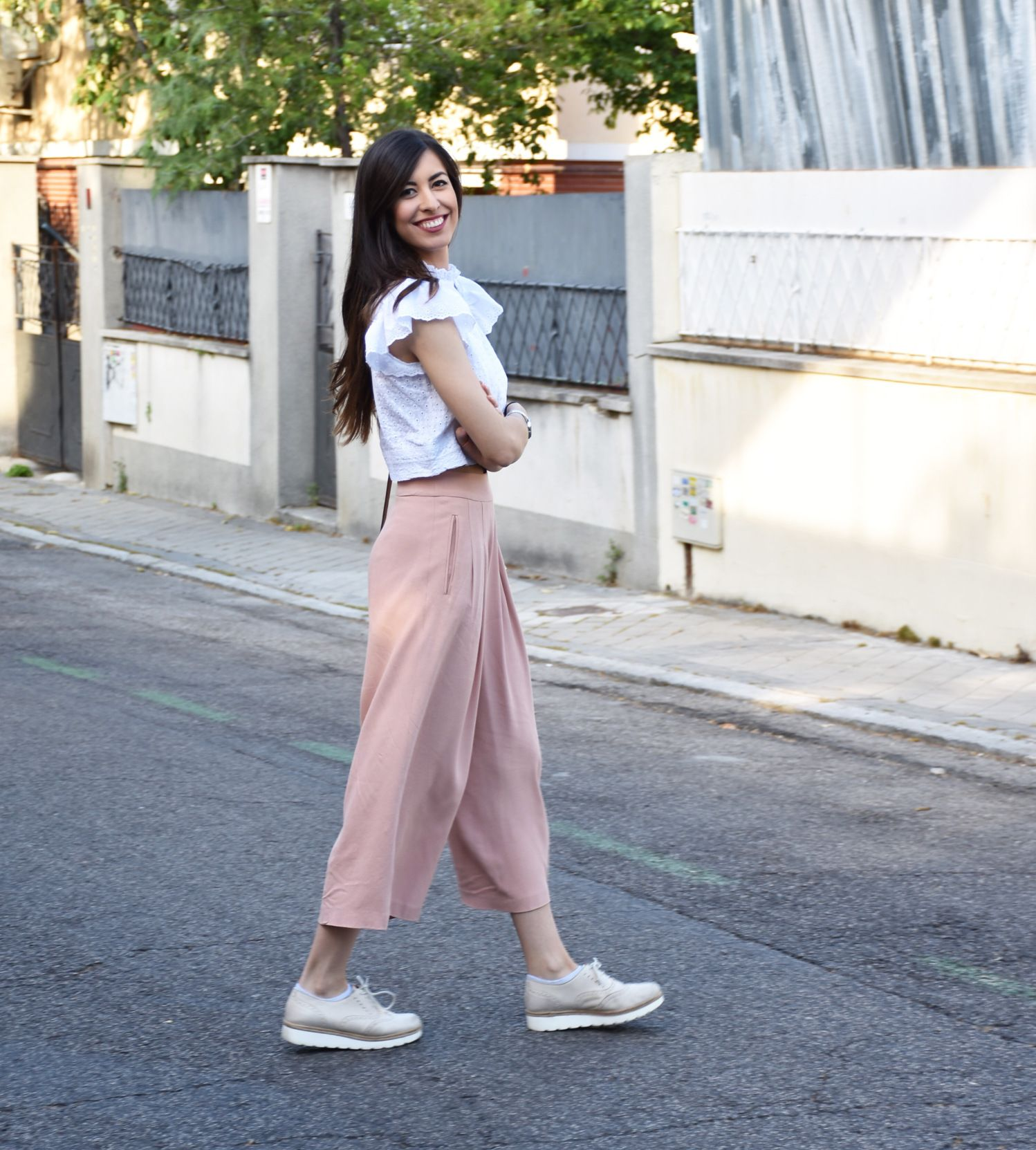 dfadc5f2af5d7 Frilly blouse – midilema Claudia Peris is wearing Zara culottes ...