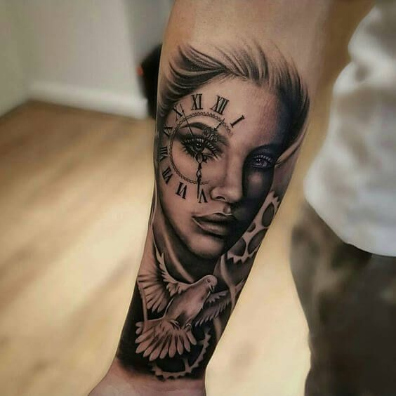 frau portrait tattoo mit uhr und taube tattoo tatoo and tatoos. Black Bedroom Furniture Sets. Home Design Ideas