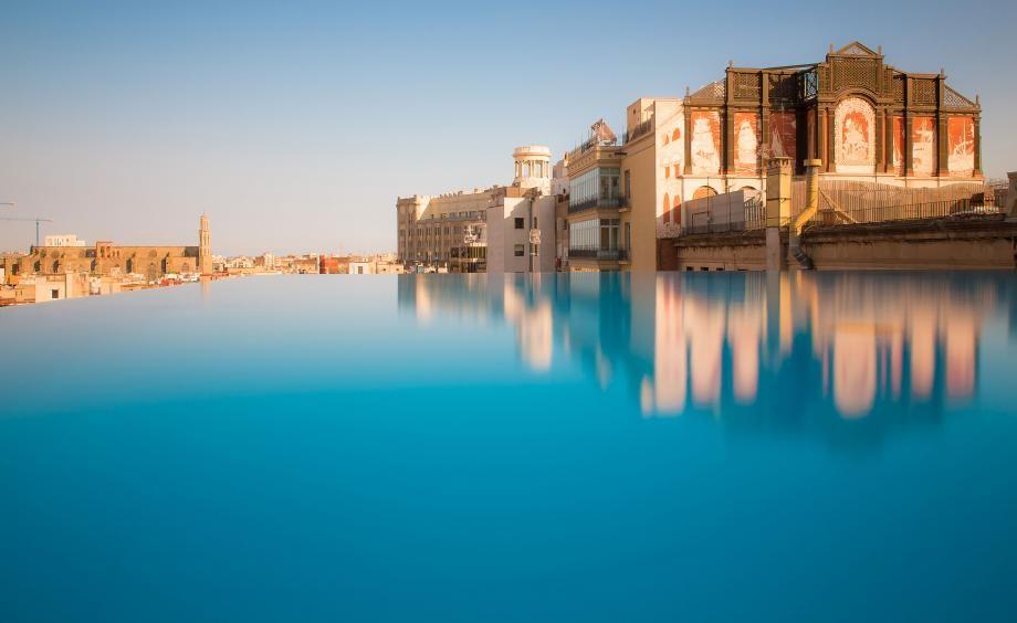 12 rooftop bars around the world with panoramic panache ...