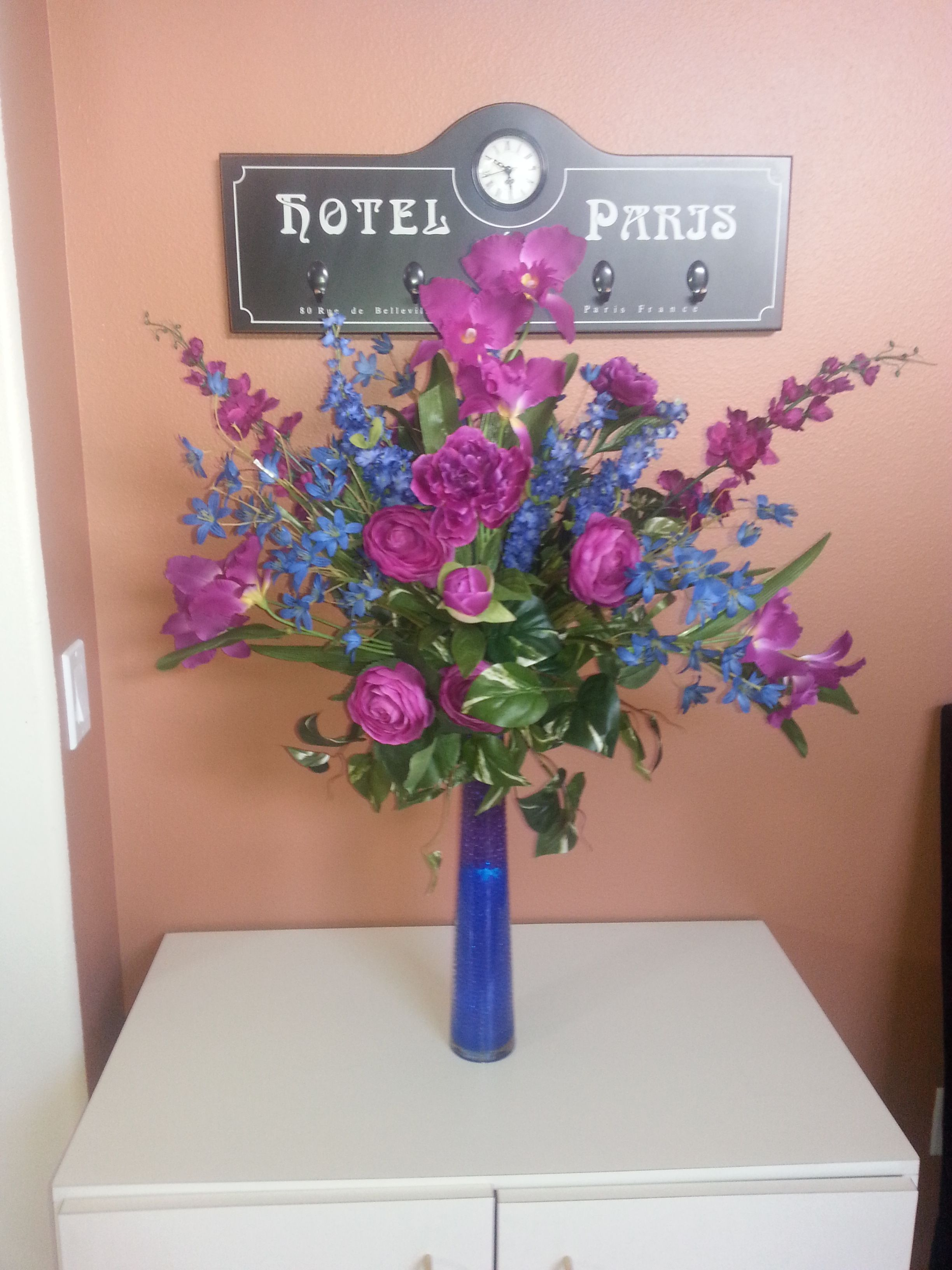 Blue And Purple Arrangement With Colored Gel Beads And Submersible
