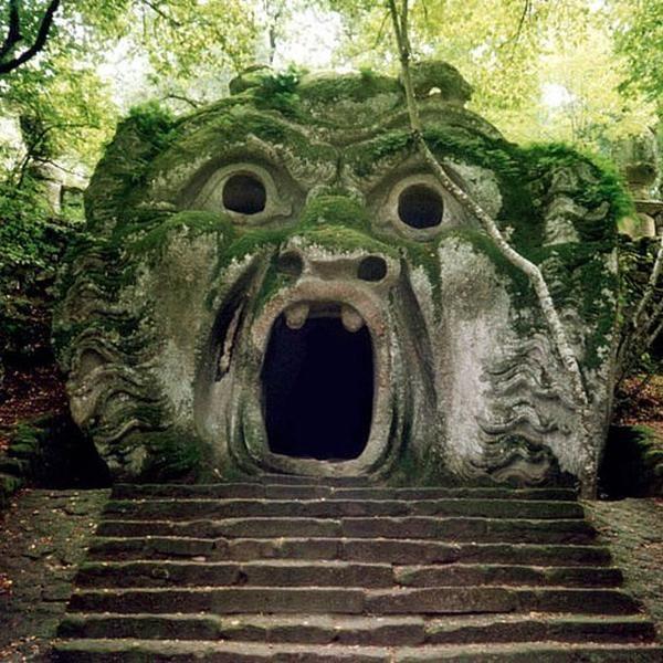 Der Parco dei Mostri bei Viterbo nahe Rom ist für Groß und Klein ein Erlebnis. Hier sind Figuren aus der griechischen Mythologie in Stein dargestellt.   #ilikeitaly #iloveitaly #enit #entdeckeitalien