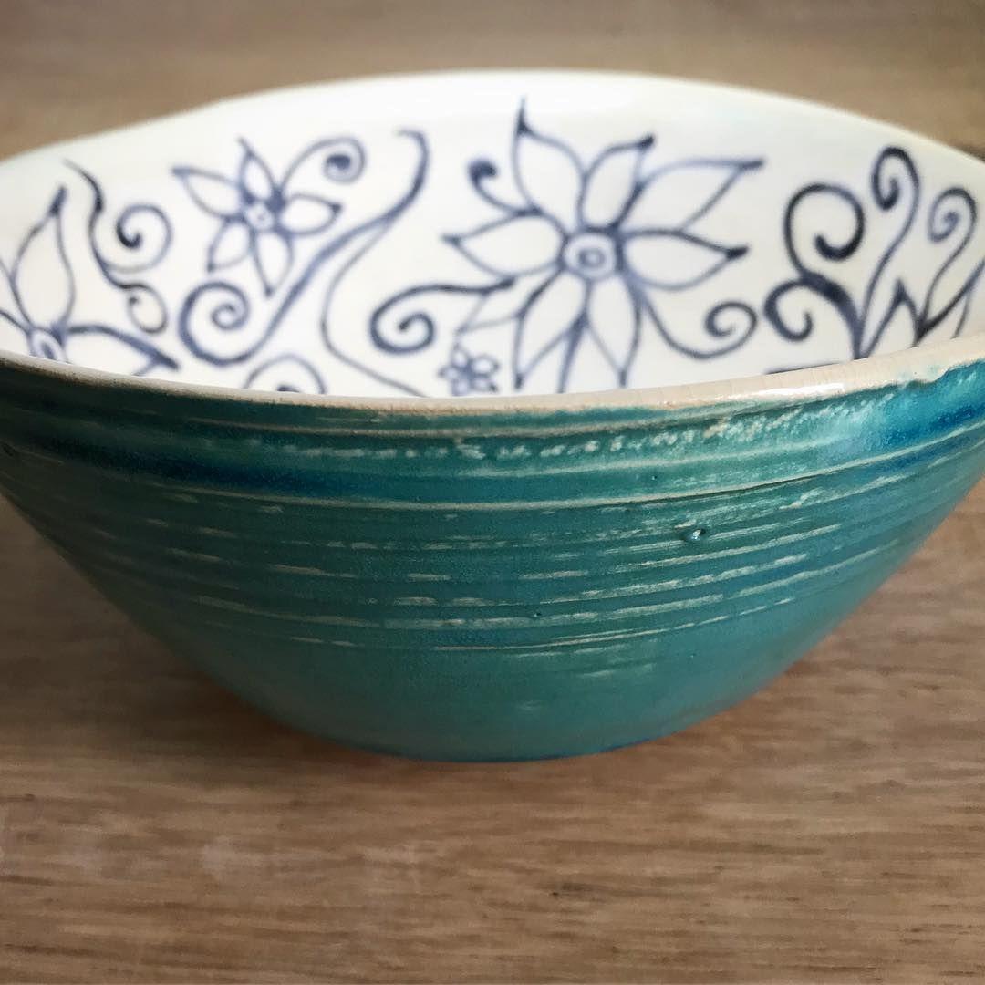 Ich war sehr gespannt, wie die Schüssel aussieht, wenn sie aus dem Ofen kommt. Mir gefällt sie richtig gut 😊 hoffe euch auch? . .  #pottery #potterydesign #crafts #handmade #glaze #ceramic #ceramicart #Keramik #töpfern #potter #potterydesign  #design  #wheelthrown #wheelthrownpottery #mamaumanufaktur #töpfernmachtglücklich #hygge #bohohome  #styling #foodphotograpy #interiordetails #interior #bowl