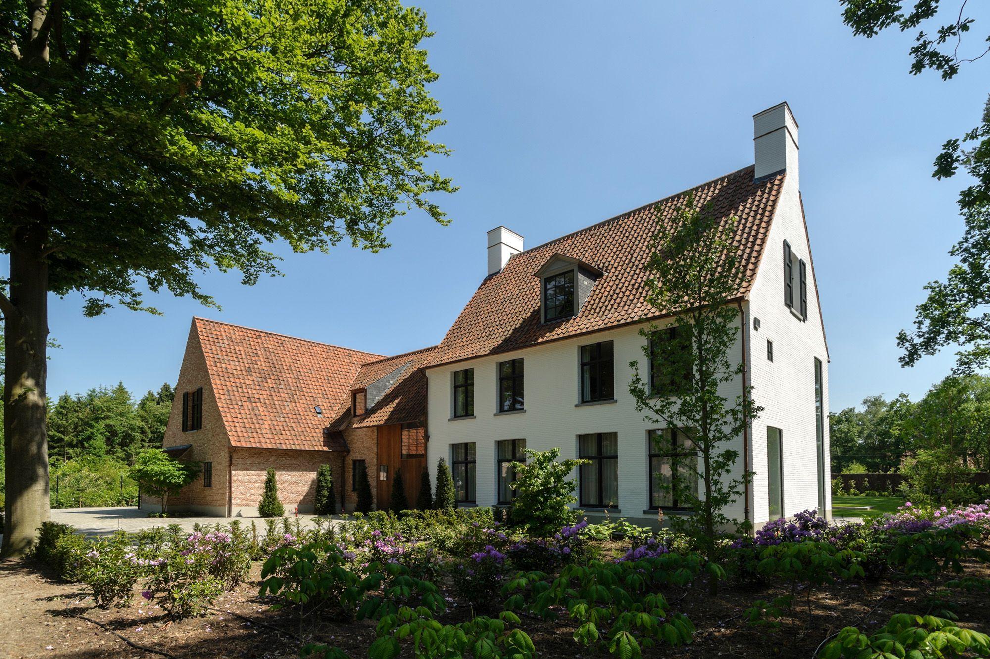 Vlassak architects architect pieter vlassak tijdloos hedendaags wonen villabouw renovatie - Architectuur renovatie ...