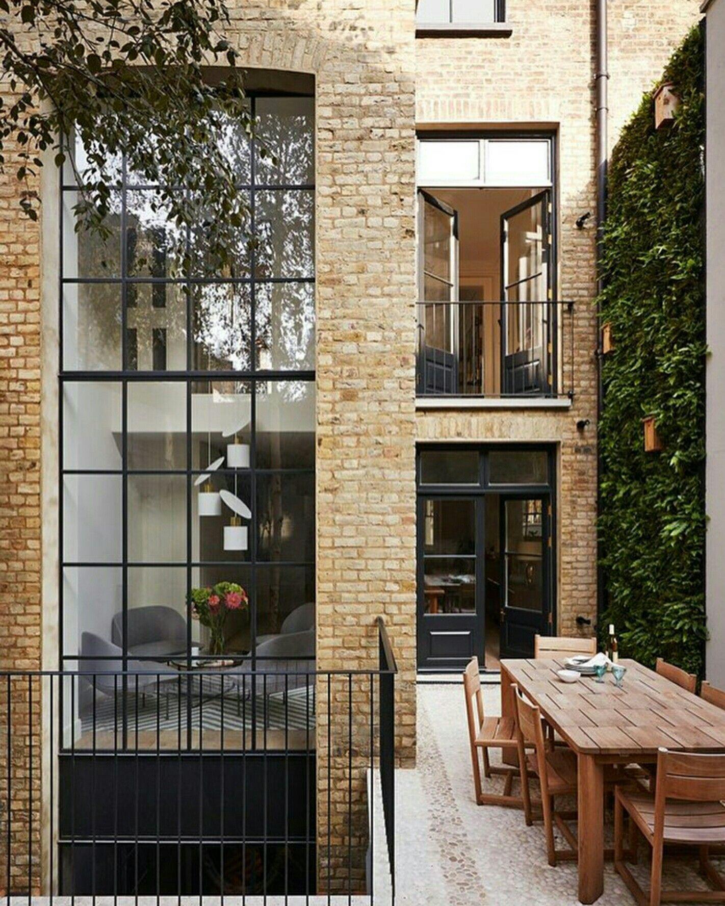 London Apartments Exterior: Cozy Townhouse..architecture