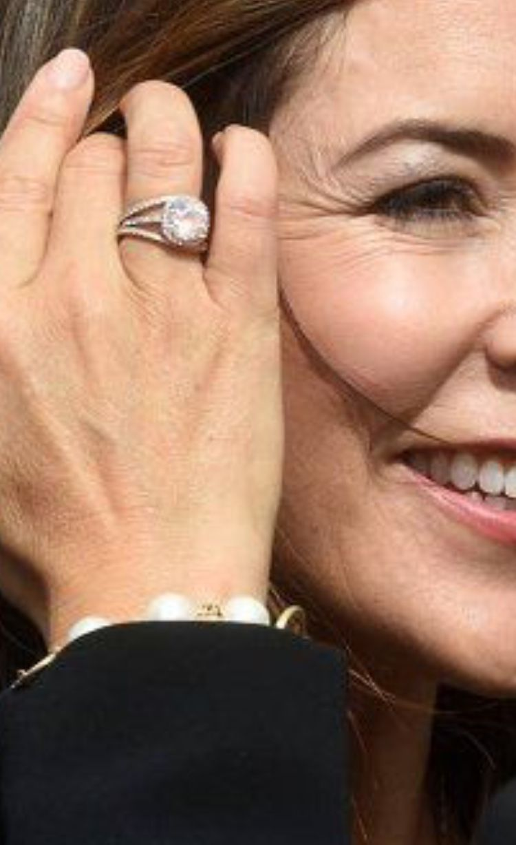Pin By Marianne Poulsen On Royal Danish Jewelry Royal Rings Royal Jewels Princess Mary