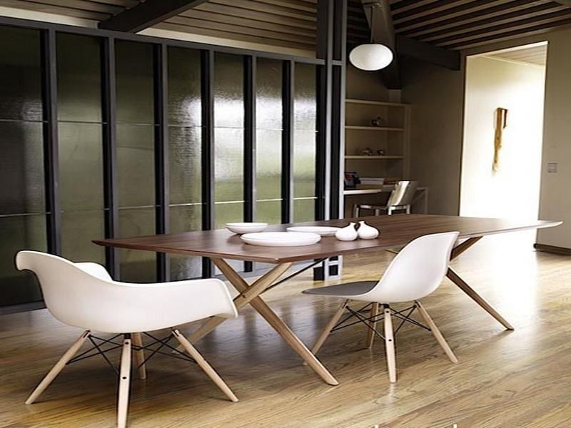 Great Eames Molded Plastic Chair With Dining Table
