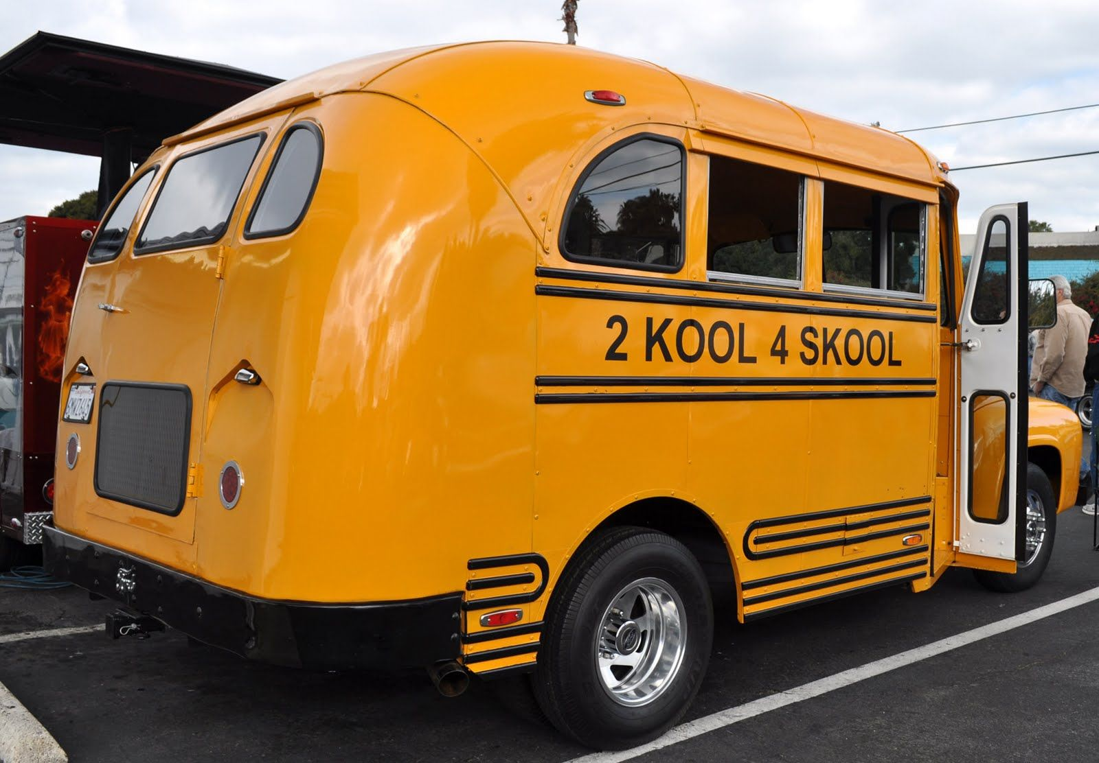 Just A Car Guy : 2 Kool for Skool Ford F600 bus at the Vista Frosty ...