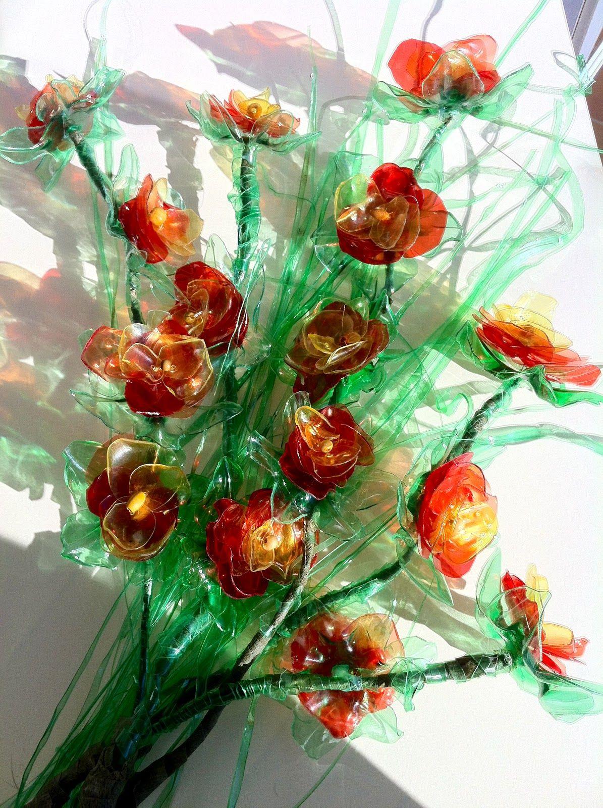 Riciclare...con fantasia: fiori di bottiglie di plastica