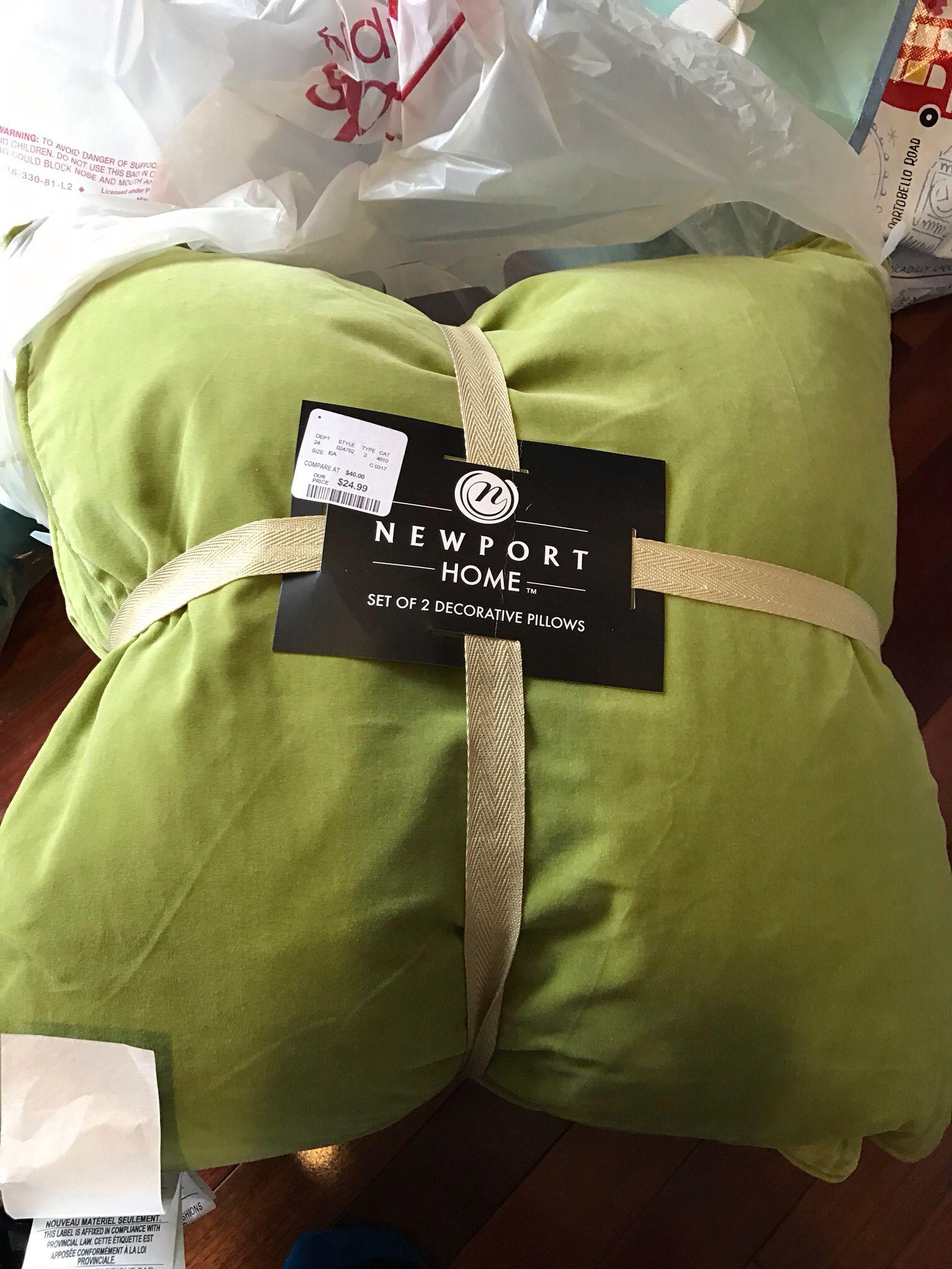 2 green pillows