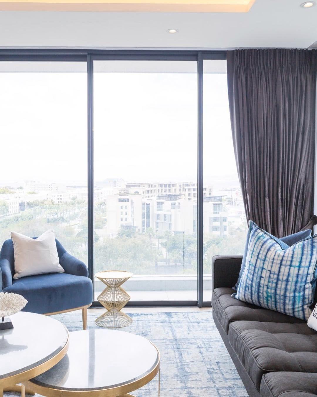 Living Room with a view! The latest happenings @midcitydecor ⠀⠀⠀⠀⠀⠀⠀⠀⠀ #midcitydecor #inspiringinteriors #livingroom #interiordesign #homestaging #houston #staging #decor #design #interiors