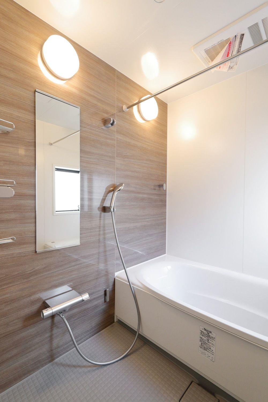 7 2m幅のバルコニー パノラマビューの家 東京で注文住宅を建てるジェネシスの施工写真集 2021 ユニットバス リクシル お風呂 アライズ