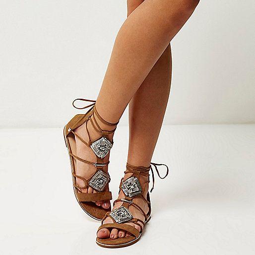 braune verzierte r mersandalen sandalen schuhe stiefel damen schuhe pinterest. Black Bedroom Furniture Sets. Home Design Ideas