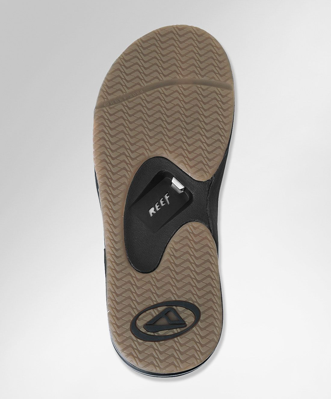 546ac7460843 Flip Flop Bottle Opener Makes You The MacGyver Of The Beach