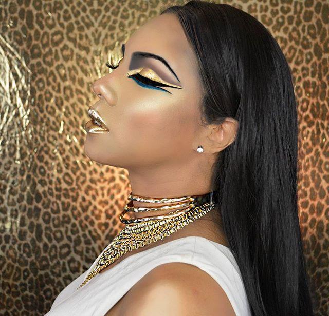 #EgyptianGoddess  Face: @tartecosmetics hybrid gel foundation in medium tan honey and mixed with a little @mehron gold pigment, @maccosmetics concealer in NC20 , @narsissist radiant creamy concealer, @lauramercier translucent setting powder, @loreal pro matte powder, @katvondbeauty shade and light contour palette, mac cosmetics ambering rose blush, highlight using @beccacosmetics #champaignpop and @artistcouture #diamondglowpowder in gold diggerEyes: @maccosmetics saddle- dar...