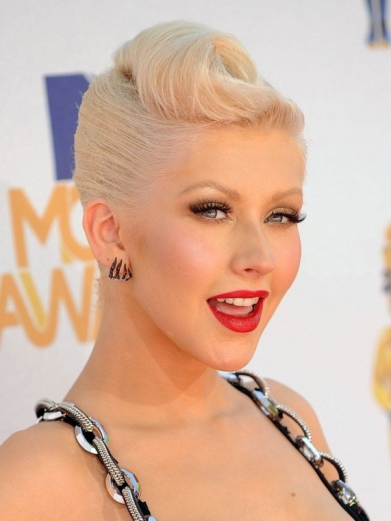 Fashion style Aguilera Christina short 40s hairstyle pictures for girls