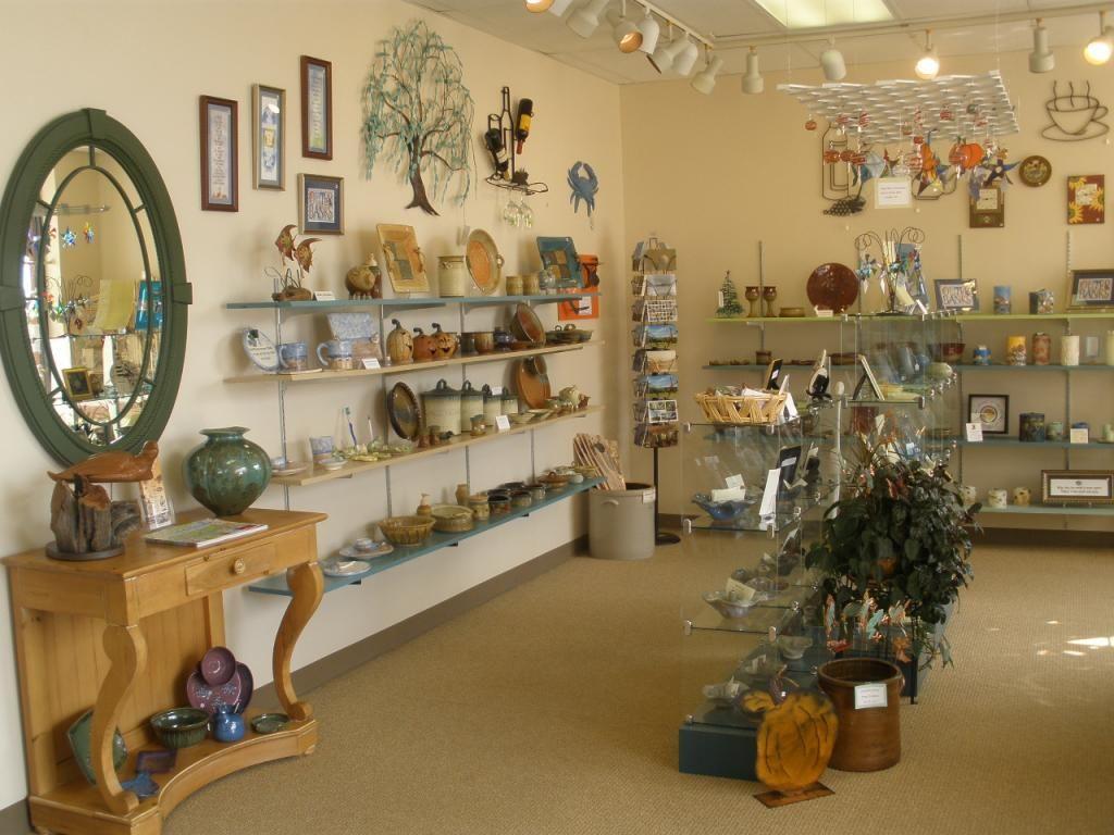 Alice S Craft Gallery In Corolla Nc Home Decor Decor Liquor