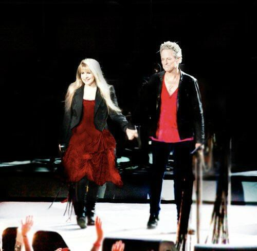 Lindsey and Stevie holding hands | Fleetwood Mac and Stevie