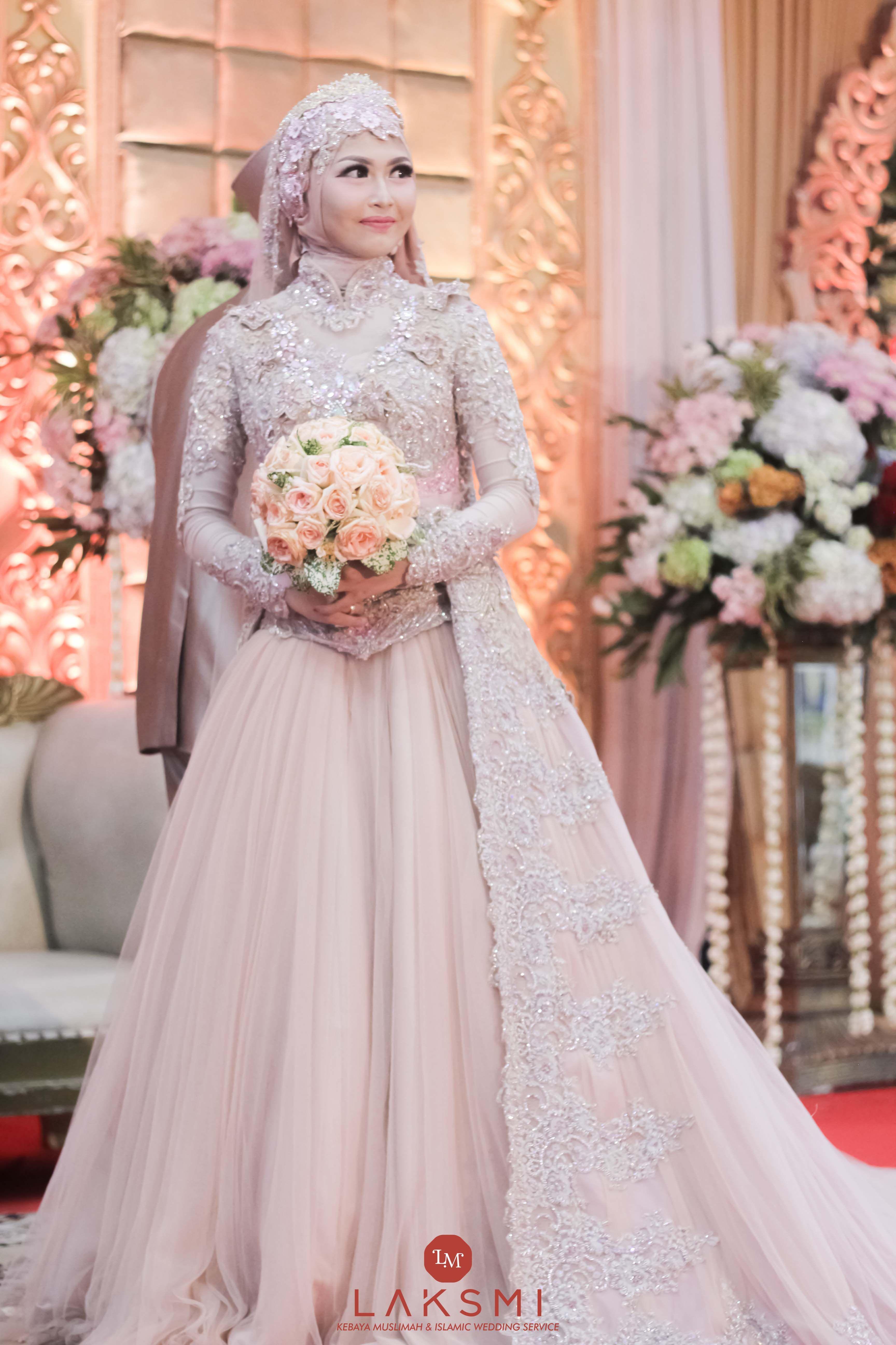 Pin Oleh Fara Hani Di Laksmi Wedding Inspiration Gaun Pengantin Perempuan Pengantin [ 5184 x 3456 Pixel ]