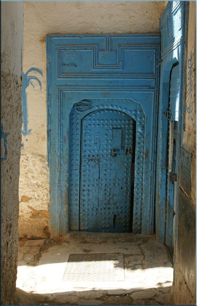 blue door of the mellah Vintage doors, Cool doors, Doors