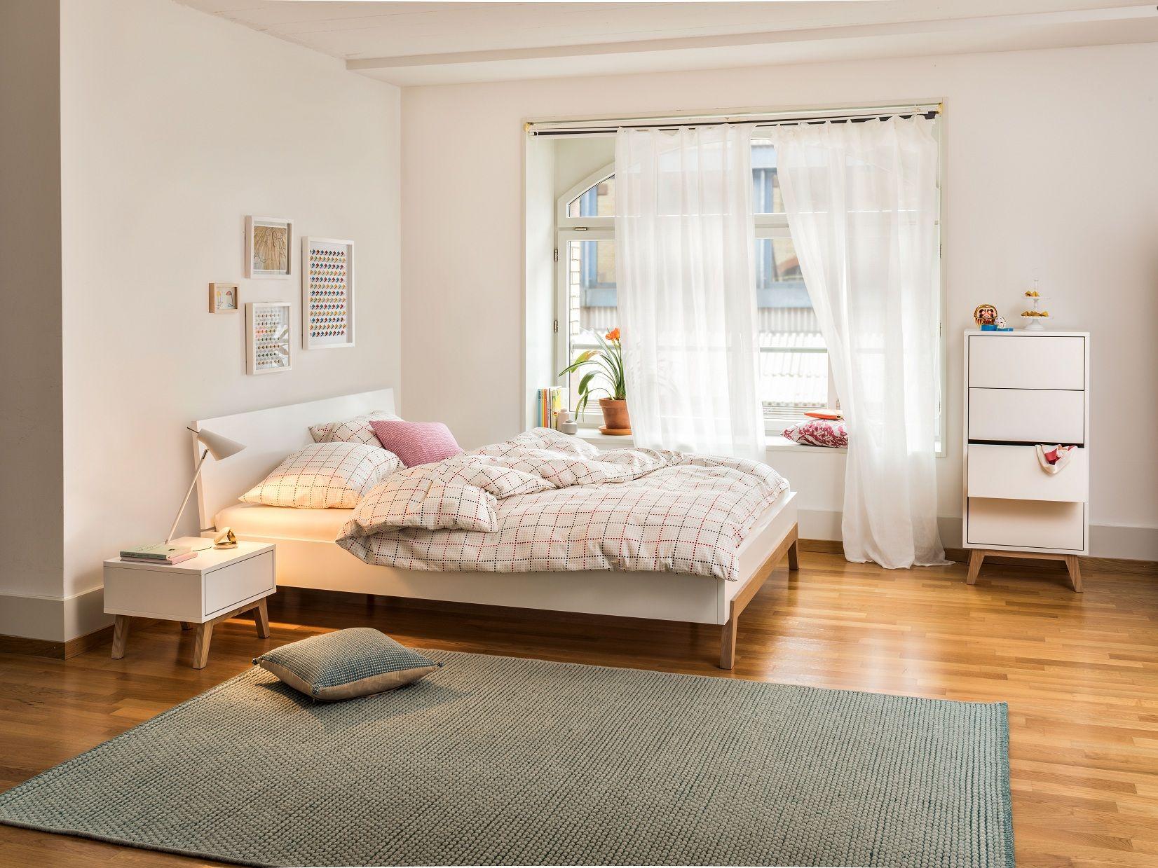 micasa schlafzimmer mit bett verschiedene gr ssen erh ltlich nachttisch und kommode aus dem. Black Bedroom Furniture Sets. Home Design Ideas