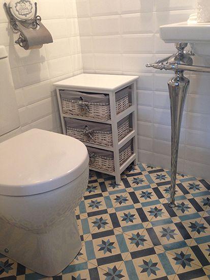 Ba os con baldosa hidraulica suelo hidraulico zelart for Azulejos suelo bano