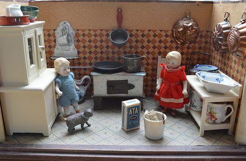 Antique German dolls' kitchen - Puppenküche | Flickr - Photo Sharing!
