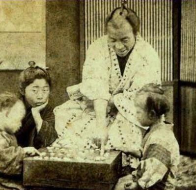 親子で囲碁遊び /  Parent-child play in chess