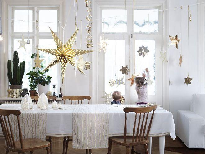 Une table de fête sous les étoiles de Noël