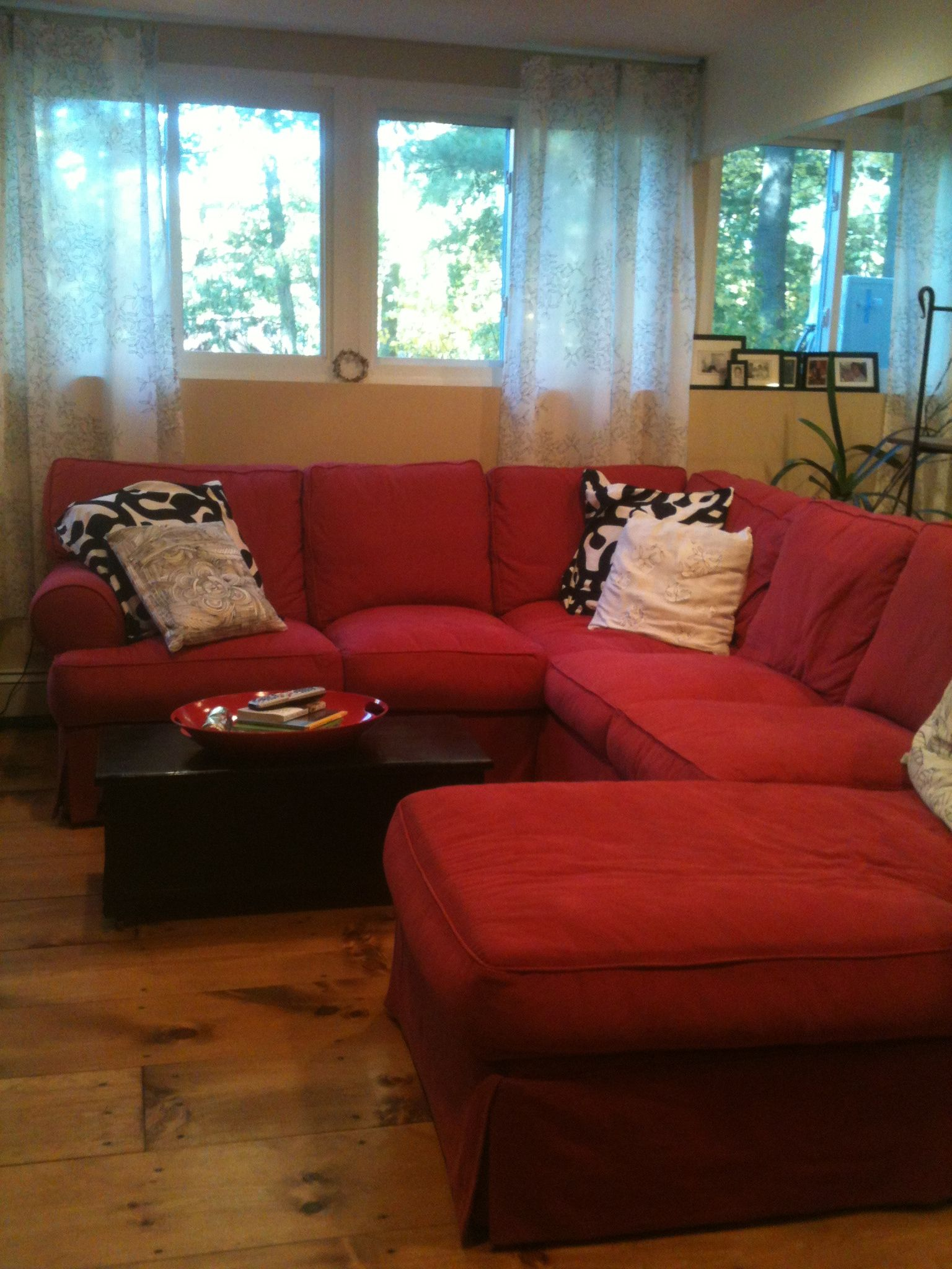 Best Black Red White Living Room Black Living Room 400 x 300