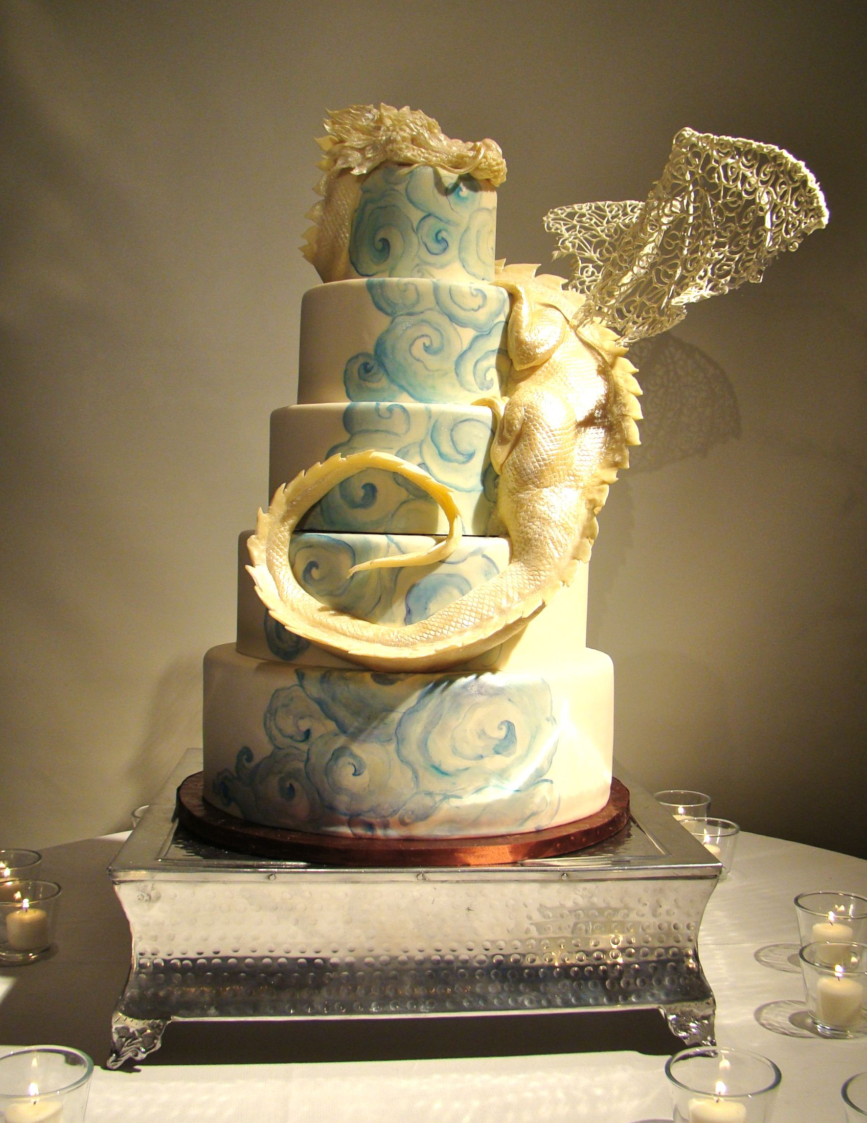 Dragon Wedding Cake by The Butter End Cakery | Cakes & Desserts | Design & Decor | Wedding Design Ideas | | WEDDING NOUVEAU